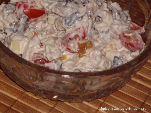 салат из помидор и курицы и сыра