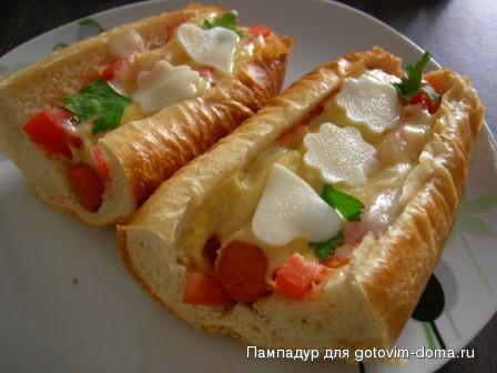 Как сделать горячий бутерброд с колбасой на сковороде