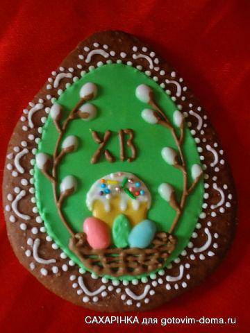 На зелёном фоне внутри паска и яйца.