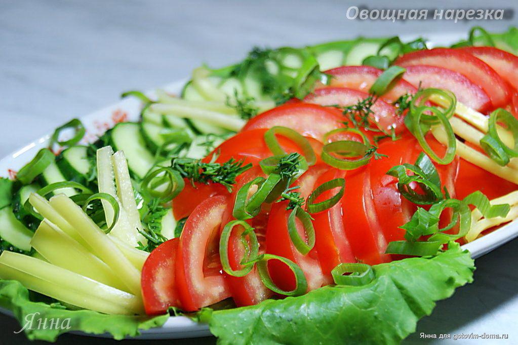 салат с консервированным персиком