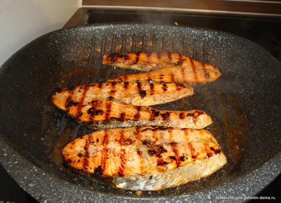Сковорода гриль оставляет рыбу сочной