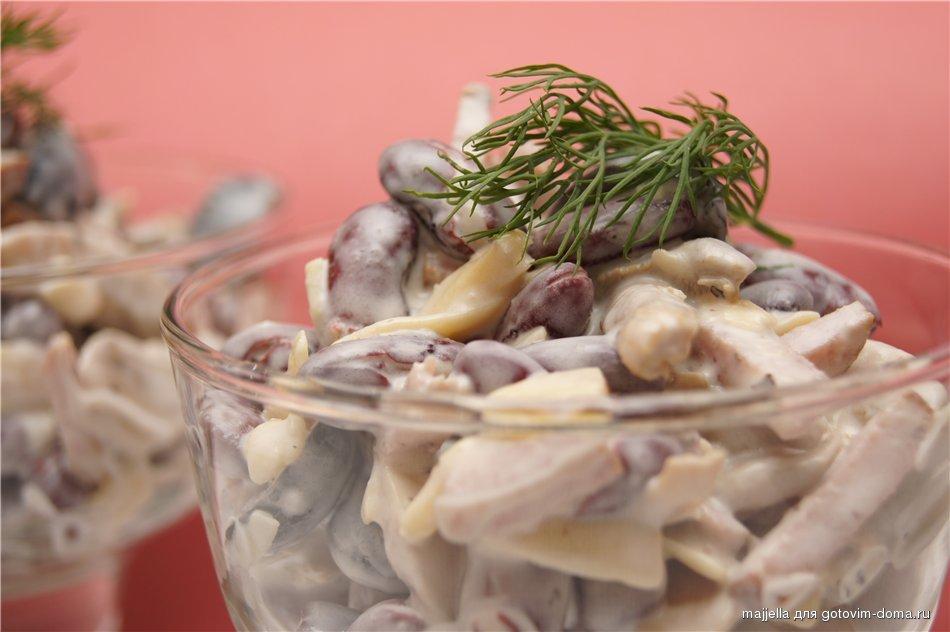 Салат с маринованными грибами и колбасой рецепт с
