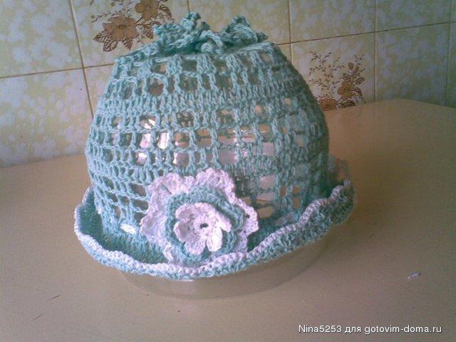 Описание: вязание крючком летних шапочек для девочек.