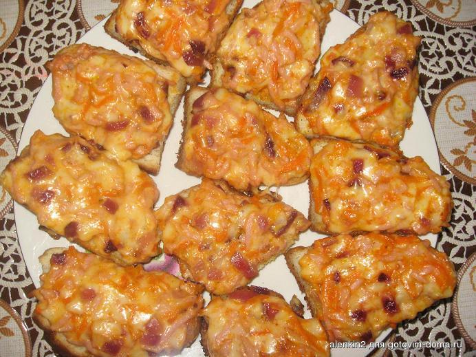 Бутерброды в духовке с колбасой и сыром