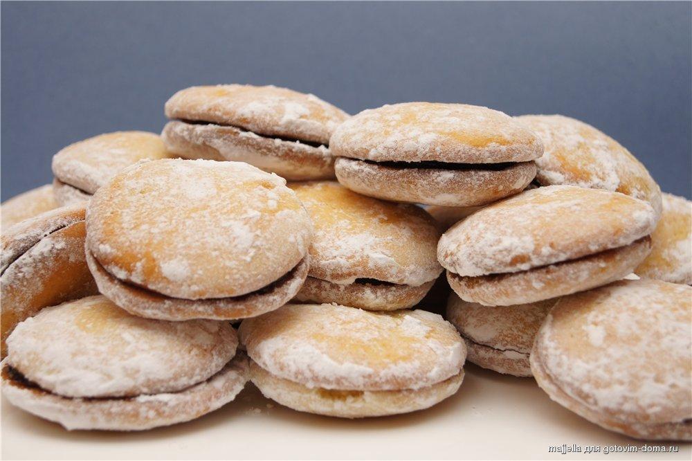 Печенье со сливовым вареньем