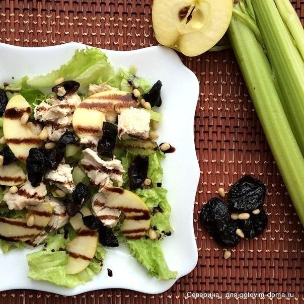 Салат с черносливом курицей и соленым огурцом рецепт