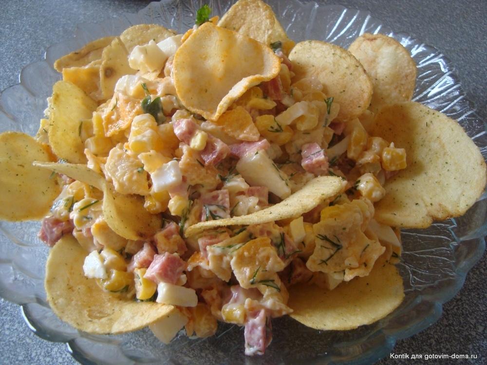 Салат слоеный с курицей и чипсами рецепт с