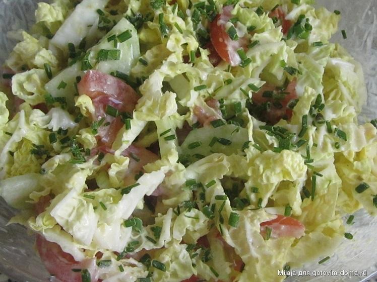 салат с помидором огурцом и пекинской капустой