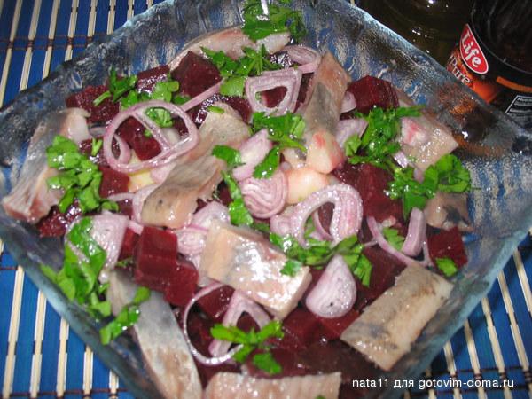 Салат из свеклы с селедкой с