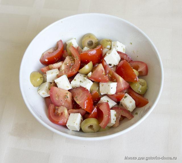 Маслины брынза помидор