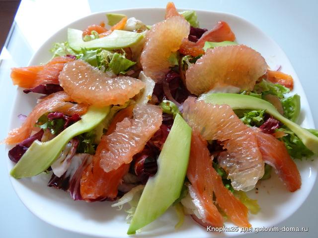 копченой и с Салат авокадо рыбой