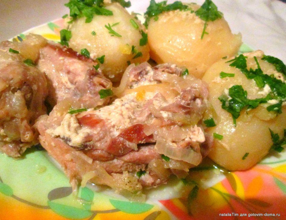 Салат с черносливом курицей и картофелем