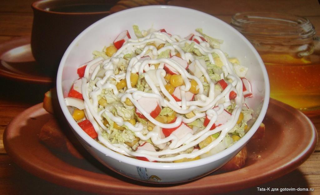 Крабовый салат с капустой и колбасой рецепт пошагово