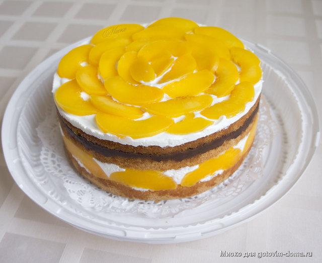 Украшение торта консервированными персиками