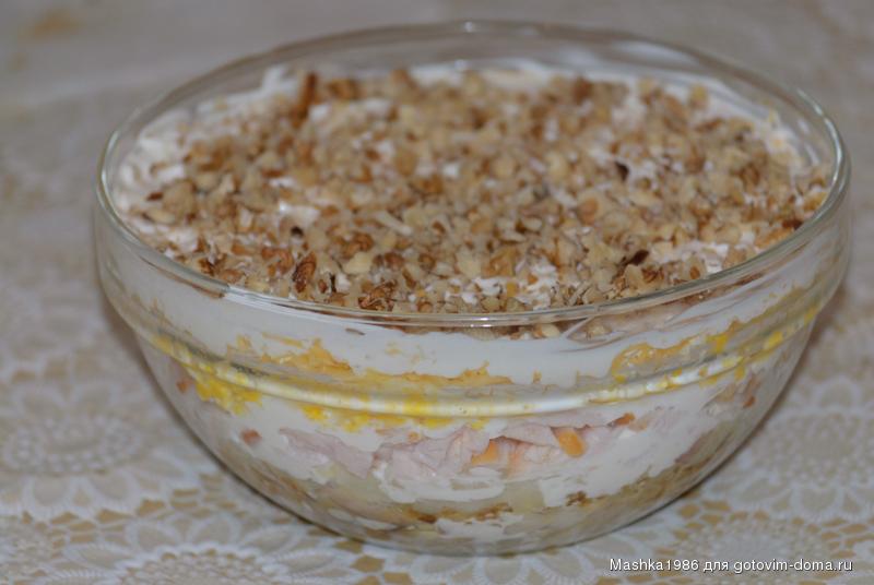 Салат с грецким орехом и курицей грибами и черносливом