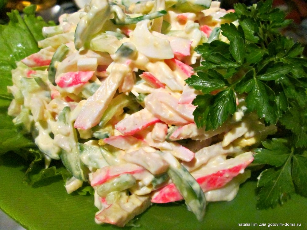Рецепт салата с кальмаром и крабовыми палочками