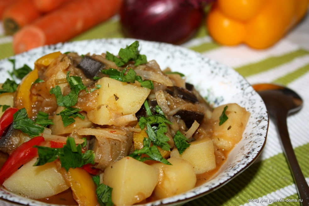 рецепт картофельного рагу с мясом и баклажаном