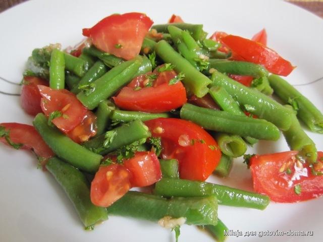 Салат со стручковой фасолью курицей помидорами