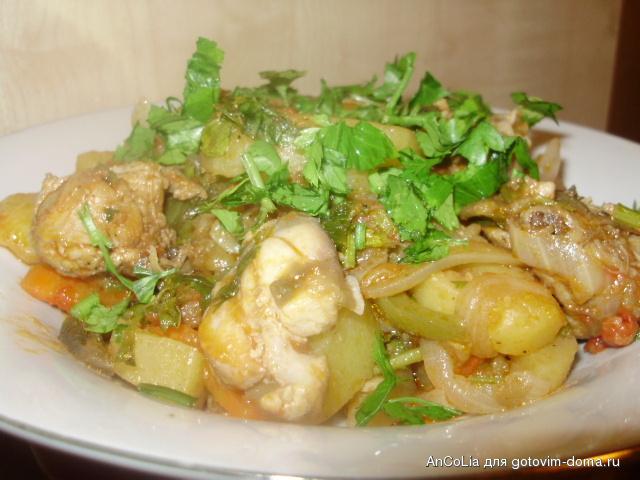 Рагу с картошкой и курицей в духовке