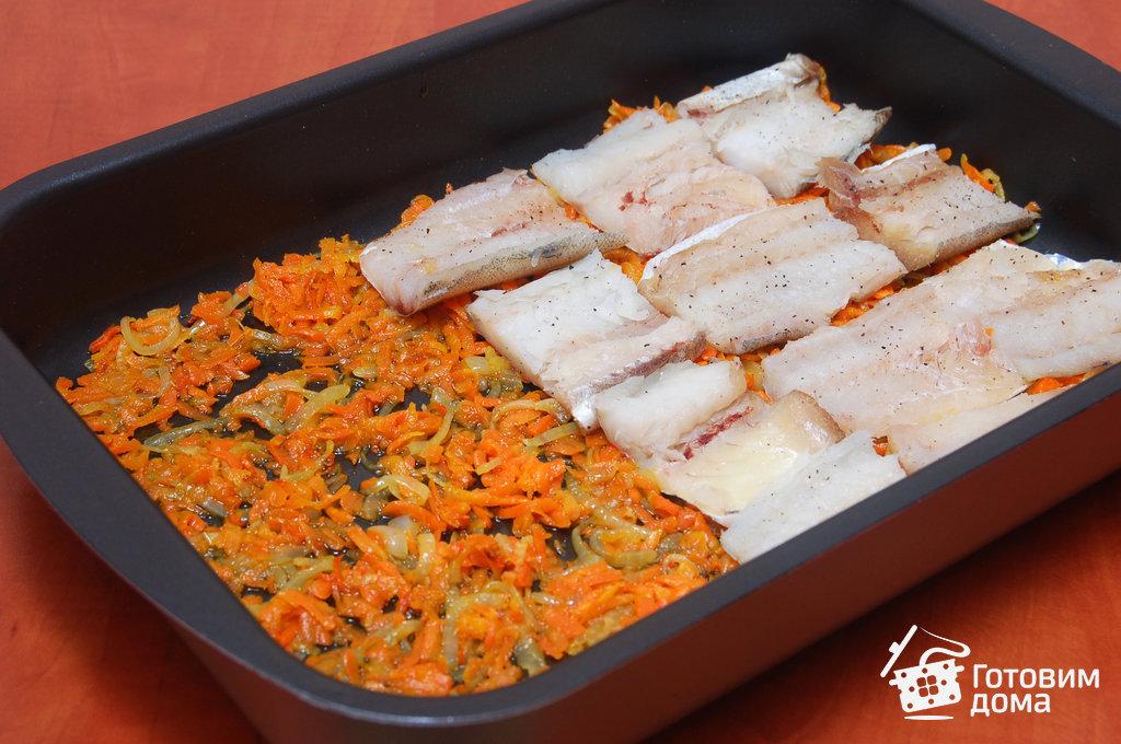 Рыба с луком и морковью в духовке с фото пошагово
