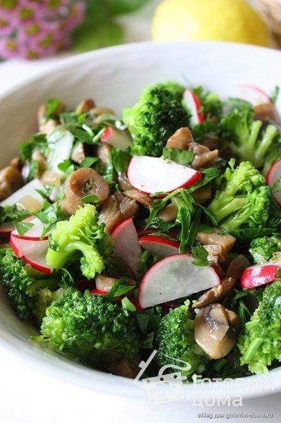 Салат с брокколи и шампиньонами