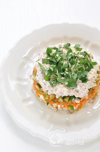 """Салат """"Осенний"""" (с курицей, грибами и маринованными огурцами) фото к рецепту 10"""