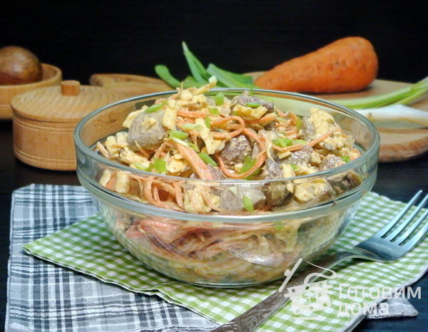 Салат с печенью, морковкой и грибами фото к рецепту 1
