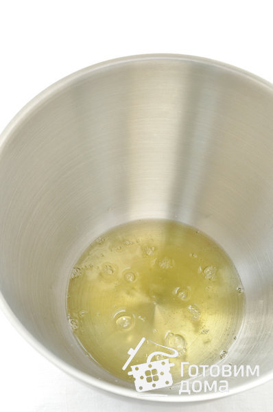 Меренговый рулет с маскарпоне и взбитыми сливками фото к рецепту 1