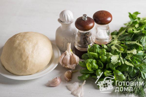 Слоеные лепешки с зеленью: рецепт простого блюда из доступных ингредиентов (Фото)