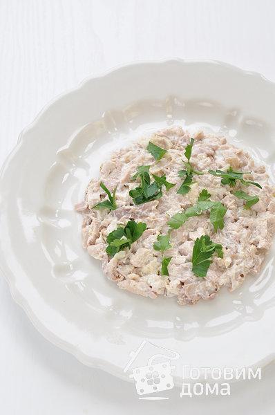 """Салат """"Осенний"""" (с курицей, грибами и маринованными огурцами) фото к рецепту 3"""
