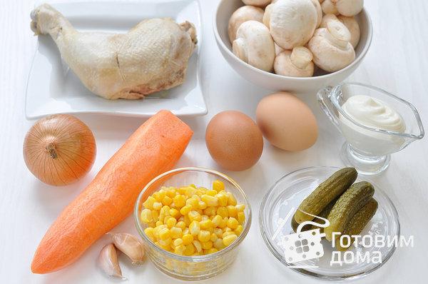 """Салат """"Осенний"""" (с курицей, грибами и маринованными огурцами) фото к рецепту 1"""