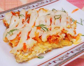 Рыба, запеченная с луком и морковью под сырно-майонезной корочкой