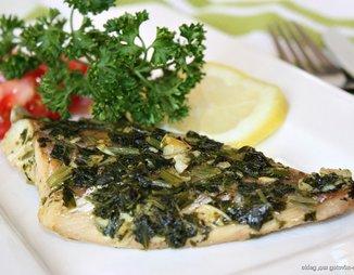 Запеченное рыбное филе с чесноком, петрушкой и орегано