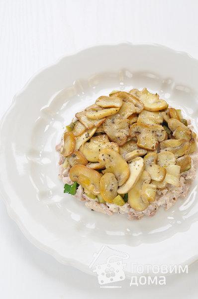 """Салат """"Осенний"""" (с курицей, грибами и маринованными огурцами) фото к рецепту 5"""