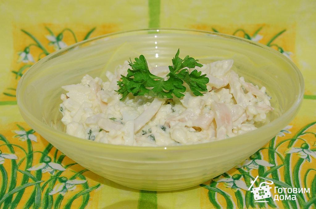 салат из кальмаров и