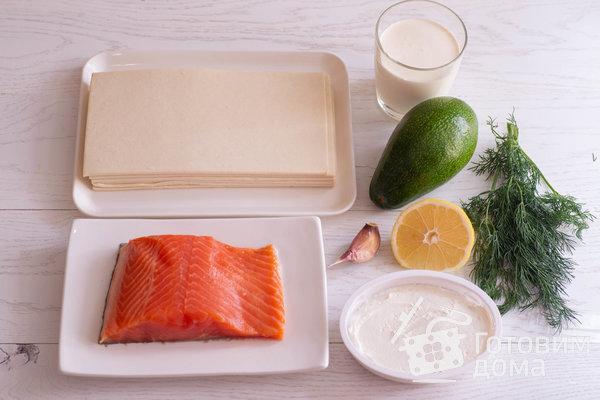 Закусочный слоеный торт с красной рыбой, сливочным сыром и авокадо фото к рецепту 1