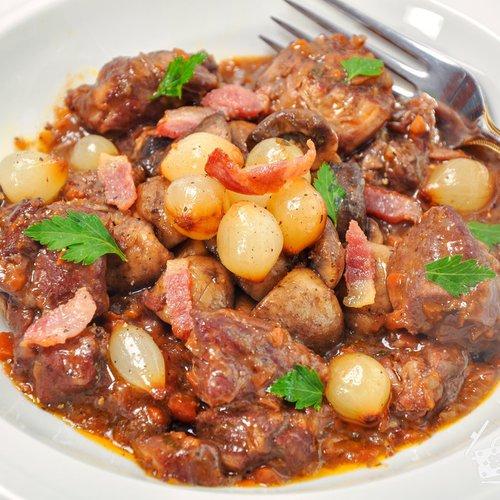 Говядина по-бургундски - кулинарный пошаговый рецепт с фото на KitchenMag.ru
