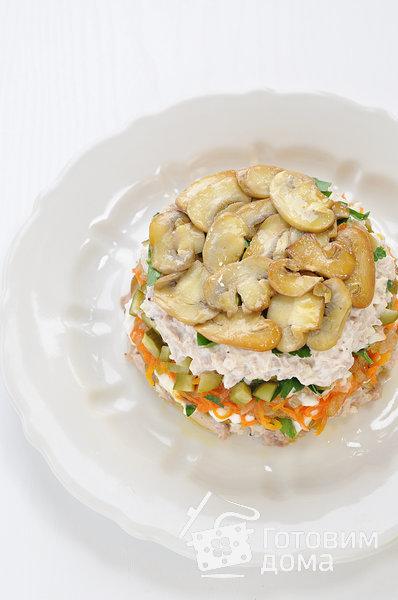 """Салат """"Осенний"""" (с курицей, грибами и маринованными огурцами) фото к рецепту 11"""