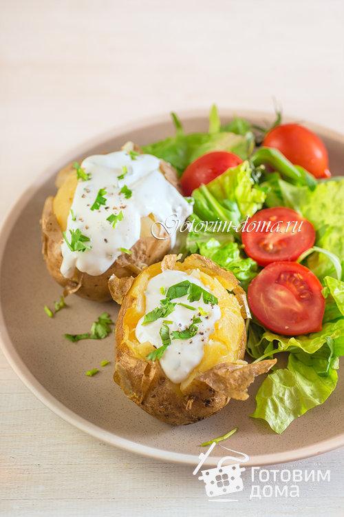 Запеченный картофель со сметанно-чесночным соусом