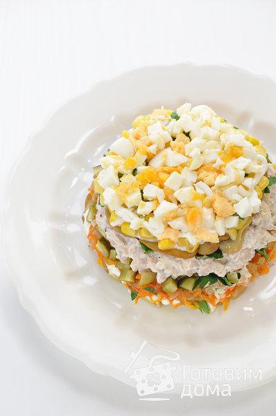 """Салат """"Осенний"""" (с курицей, грибами и маринованными огурцами) фото к рецепту 13"""