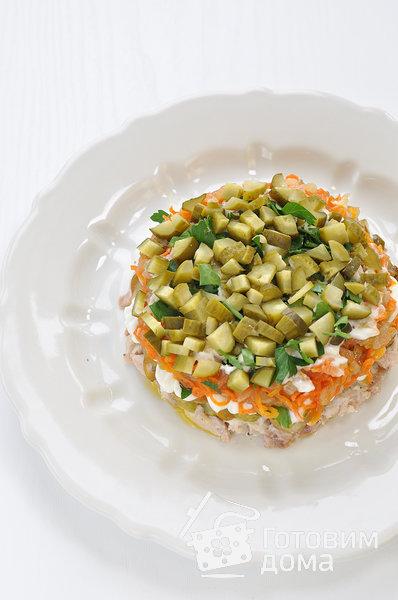 """Салат """"Осенний"""" (с курицей, грибами и маринованными огурцами) фото к рецепту 8"""