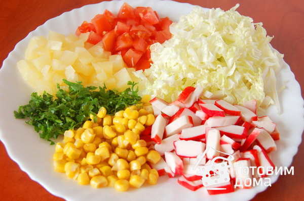 салат из помидор капусты и крабовых палочек
