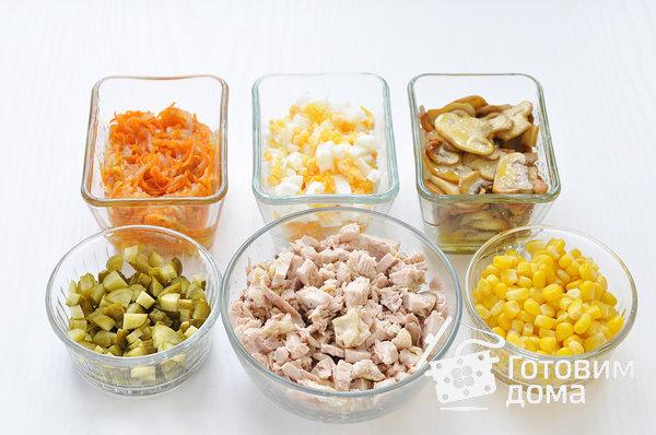 """Салат """"Осенний"""" (с курицей, грибами и маринованными огурцами) фото к рецепту 2"""