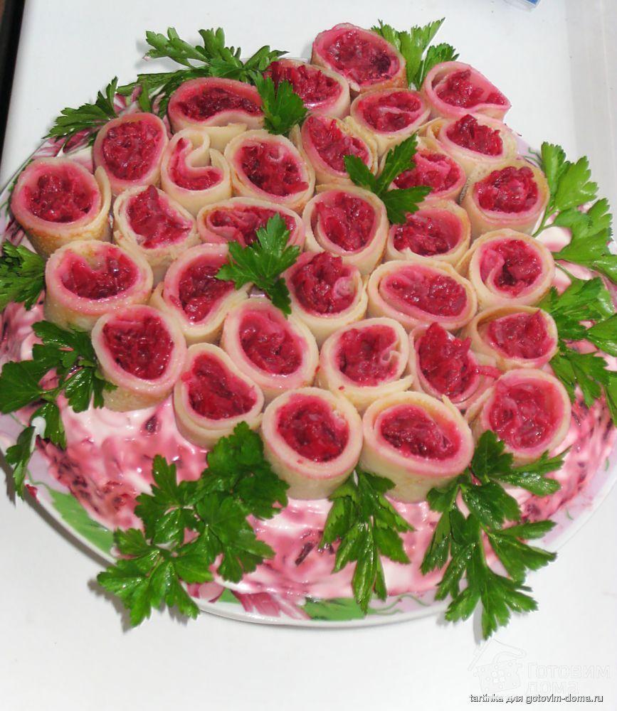 salat-buket-roz-s-seledkoy-nedorogo-buket-nevesti-krasnogo-foto