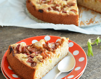 Ячменный пирог с ревенем и кардамоном