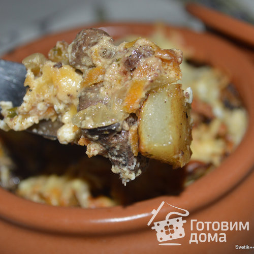 Куриная печень с картошкой в горшочках