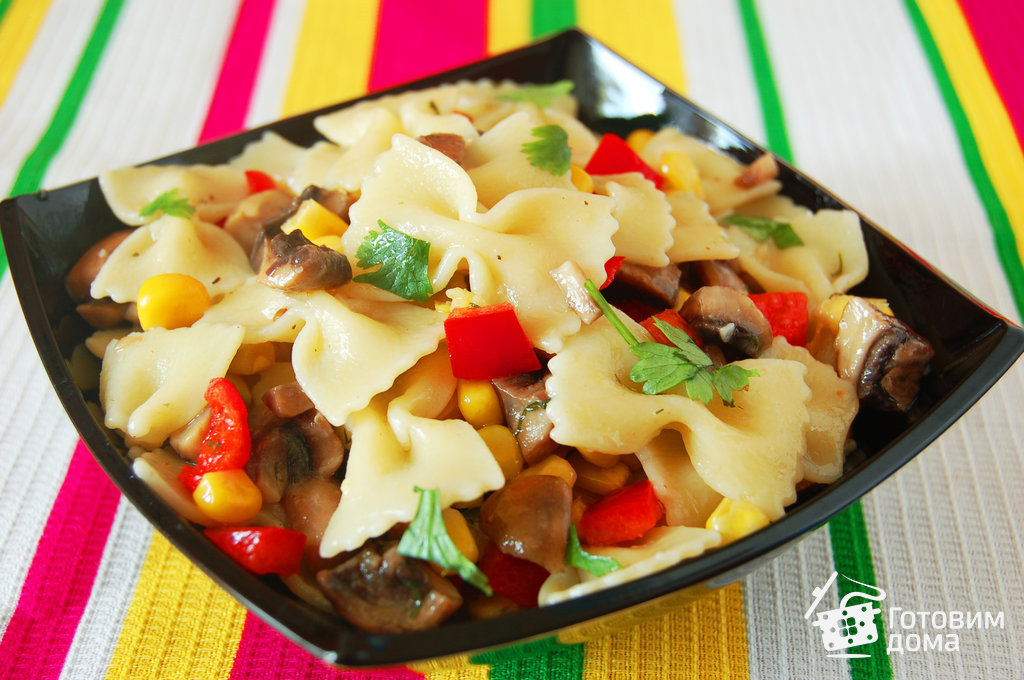 Салат макароны