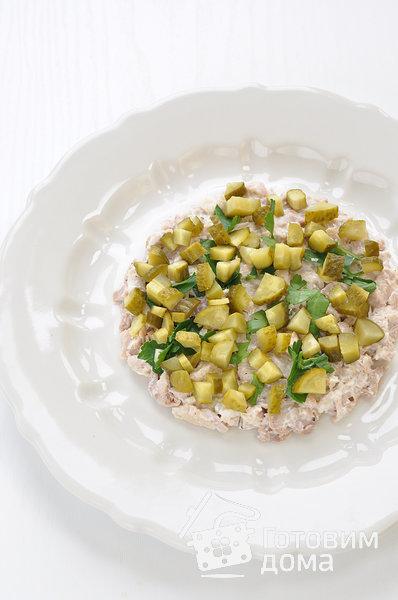 """Салат """"Осенний"""" (с курицей, грибами и маринованными огурцами) фото к рецепту 4"""