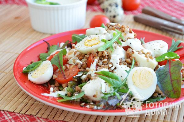 Гречневый салат с перепелиными яйцами фото к рецепту 3