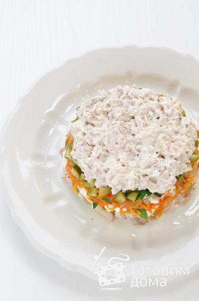 """Салат """"Осенний"""" (с курицей, грибами и маринованными огурцами) фото к рецепту 9"""